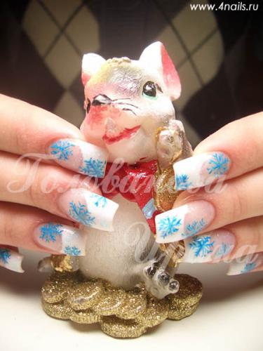 Простые новогодние рисунки на ногтях.