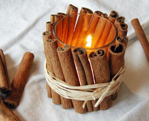 подсвешник декорированный коричными палочками